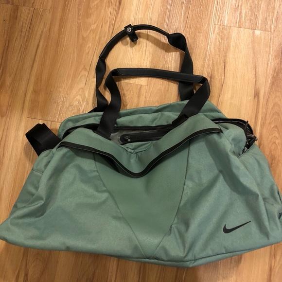 6b0e04b55c40 Nike Brand New Duffle Bag. M 5b56a5eb7ee9e298a2ac9250